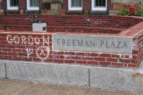 gordon freeman plaza